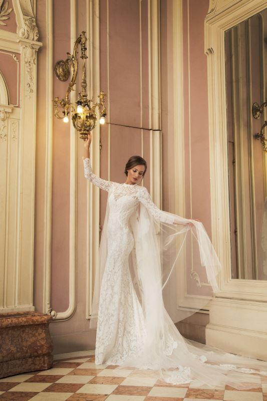 Юлия Юревич със сватбени рокли на дизайнера Христо Чучев