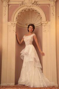 Диана Иванчева със сватбени рокли на дизайнера Христо Чучев