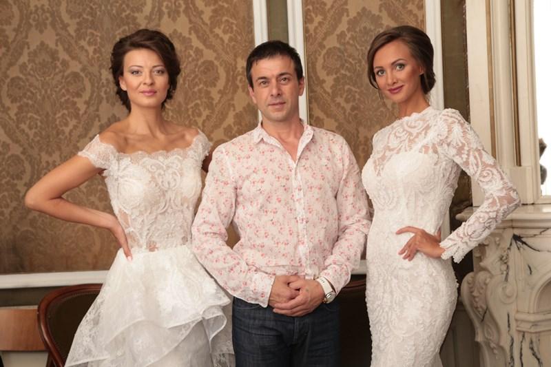 Дизайнерът Христо Чучев с Юлия Юревич и Диана Иванчева