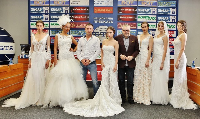 Христо Чучев и проф. Любомир Стойков с манекените, които представиха част от моделите.